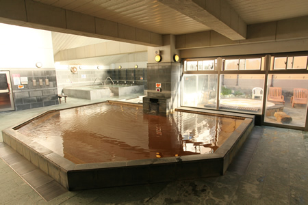 【大風呂(直の湯)】内湯の真ん中にある大風呂
